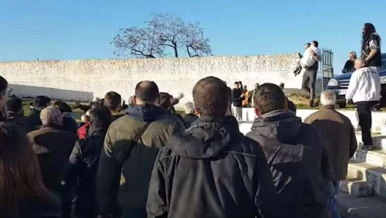 Ανατριχίλα: Ο Γκαραβέλης και οι συμπαίκτες του πανηγυρίζουν παρέα με άτομο με κινητικά προβλήματα (video)