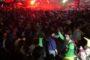 Video: Ούτε η βροχή δεν πτόησε το ξέφρενο γλέντι της βραδινής παρέλασης στο Ξανθιώτικο καρναβάλι