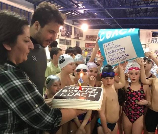 Γενέθλια στην πισίνα έκανε ο προπονητής του Νηρέα Ορεστιάδας Γιάννης Μιρμιγκίδης! (photos)