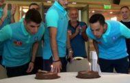 Video: Η τούρτα έκπληξη και οι ευχές των διεθνών στον 26αρη Πέτρο Μάνταλο!