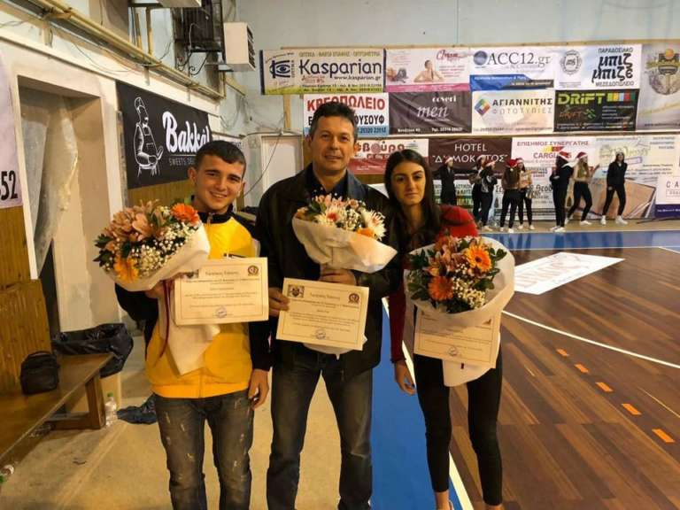 Βράβευσε τους πρωταθλητές Ελλάδας αρσιβαρίστες της η ΑΕ Κομοτηνής!