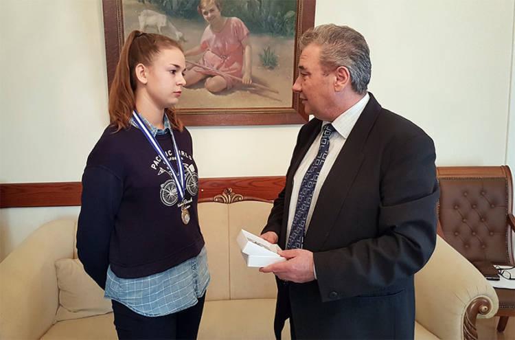 Τίμησε την ξανθιώτισσα πρωταθλήτρια Ελλάδας Ειρήνη Τσόγκα ο Δήμαρχος Ξάνθης!