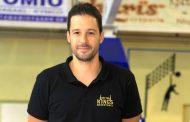 Προπονητής στην επόμενη ομάδα του Μανάκα πρώην αθλητής της ΑΕ Κομοτηνής και απόφοιτος του ΤΕΦΑΑ!