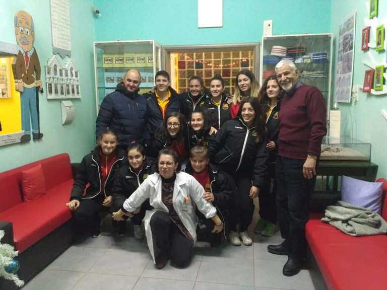 Χάρισαν δώρα και στιγμές ξενοιασιάς στο Γηροκομείο Ξάνθης οι Βασίλισσες της Θράκης(+pics)