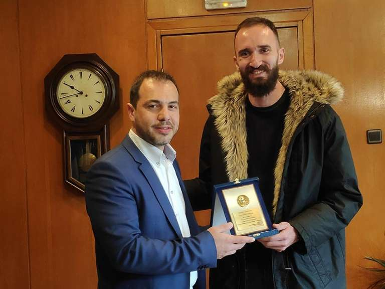Video: Τίμησε τον Κώστα Μπανιώτη ο Αντιπεριφερειάρχης Ροδόπης Νίκος Τσαλικίδης