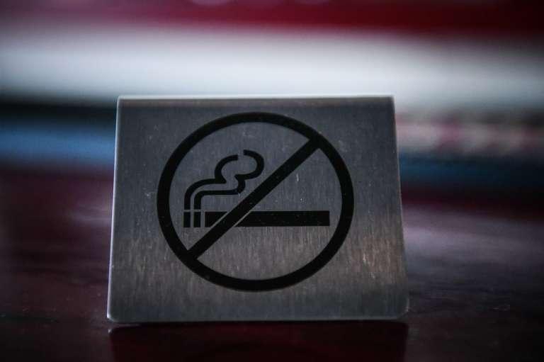 1142: Πάνω από 1000 κλήσεις για το κάπνισμα - Κάθε μέρα και περισσότερες καταγγελίες!