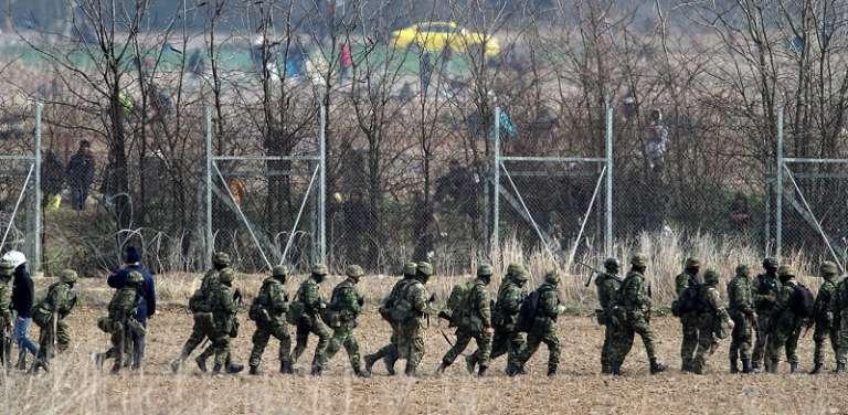Έβρος: Σοβαρά επεισόδια στα σύνορα με στόχο να πέσει ο φράκτης