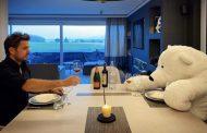 Δείπνησε με... αρκούδα ο Βαβρίνκα λόγω καραντίνας!