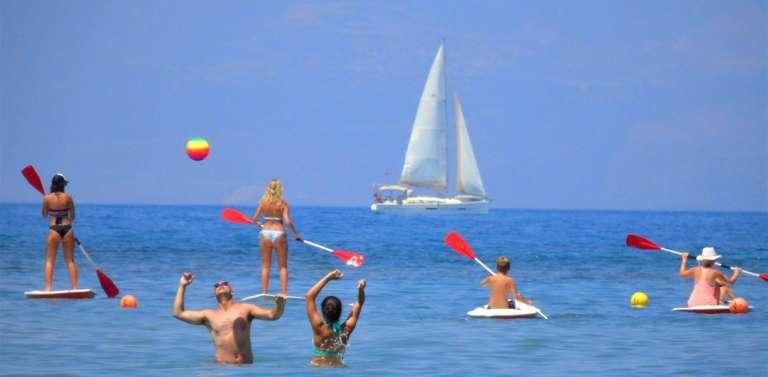 Το Σαββατοκύριακο ανοίγουν οι οργανωμένες παραλίες!
