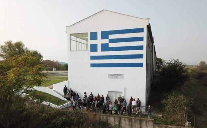 Ελληνική σημαία που διακρίνεται από Τουρκία & Βουλγαρία στο ΓΕΛ Δικαίων Έβρου!