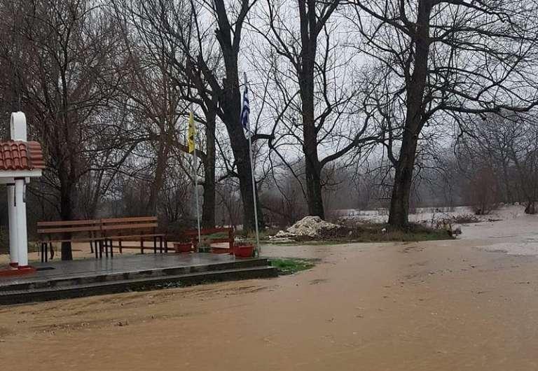 Δύσκολη μέρα για τον Έβρο: Πλημμύρησαν οικισμοί, χωράφια, διακοπή κυκλοφορίας σε πολλά σημεία