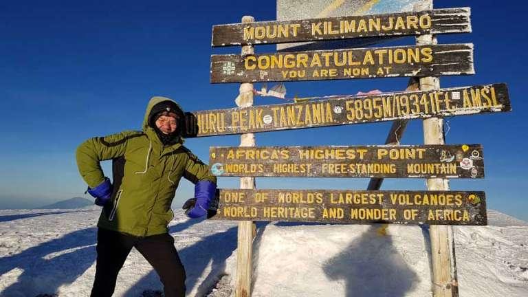 Ο 74χρονος από την Περιφέρεια ΑΜ-Θ που έφτασε στην κορυφή του Κιλιμάντζαρου!