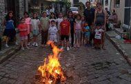 Αναβίωσαν το έθιμο του Αη-Γιάννη του Κλήδονα στην Παλιά Πόλη