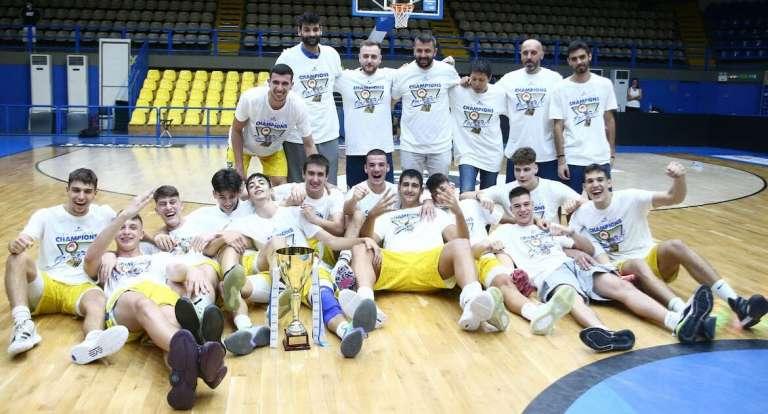 Πρωταθλητής Αθηνών για δεύτερη σερί χρονιά με το Περιστέρι ο τοπ σκόρερ Γιάννης Ευσταθιάδης!