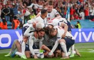 Το Νησί φλέγεται, οι Άγγλοι με αμφισβητούμενο πέναλτι σε τελικό έπειτα από 55 χρόνια!